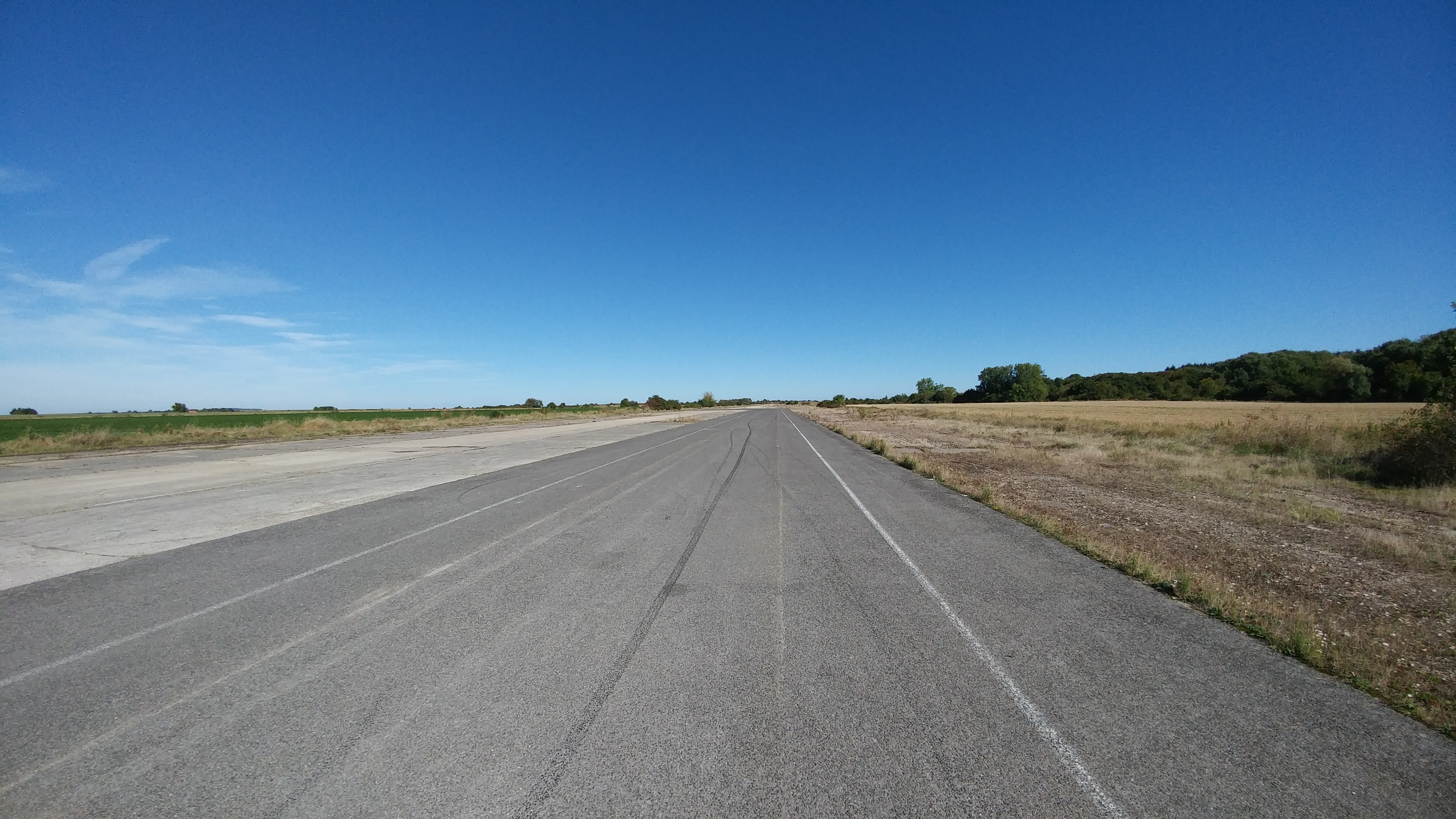 Pista del antiguo aeropuerto Athies Laon