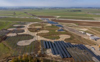 Le parc solaire sort de terre à Samoussy